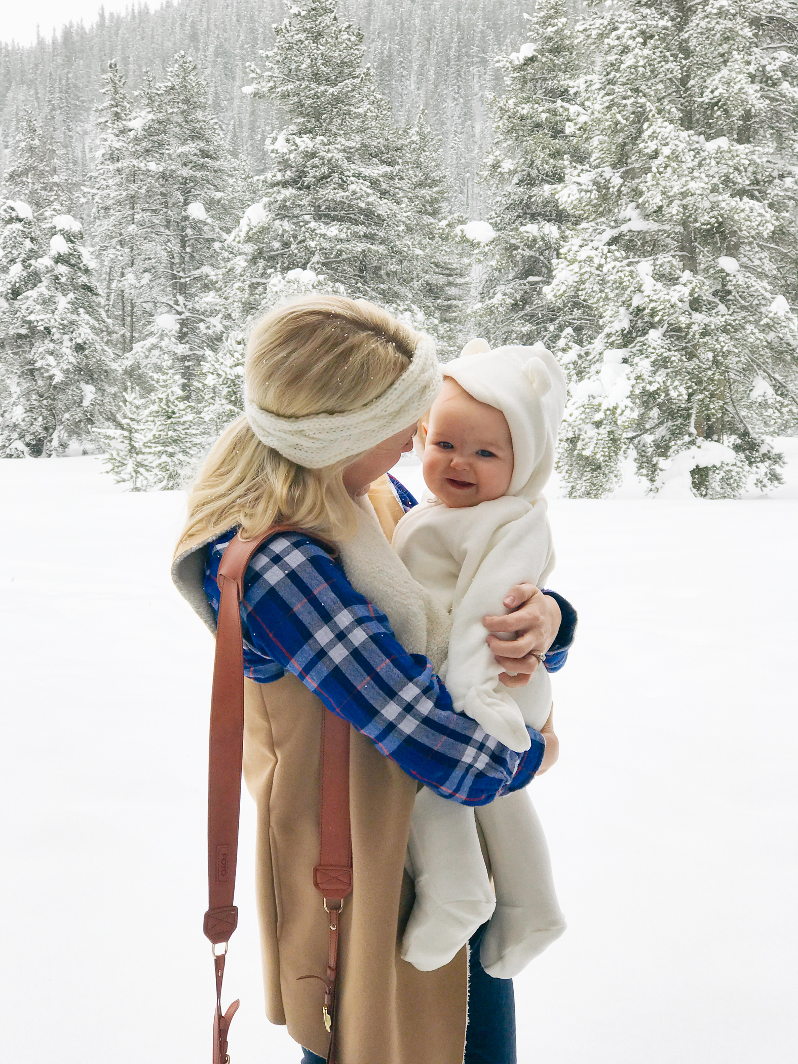 The James Fotostrap, Winter family photos with baby in Colorado.